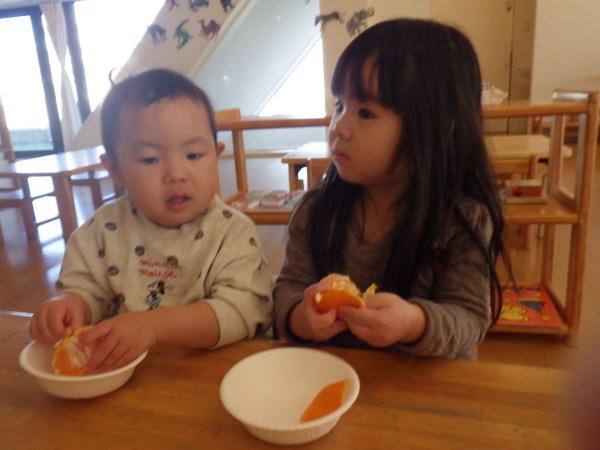 乳児食育:みかんの皮むき_e0319922_16155243.jpg