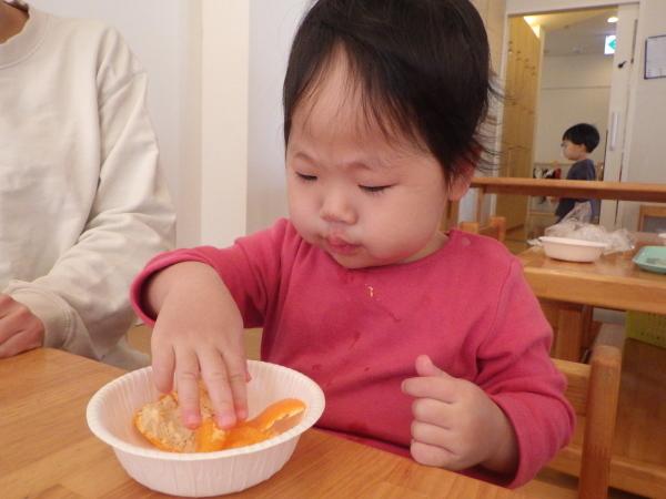 乳児食育:みかんの皮むき_e0319922_16430676.jpg