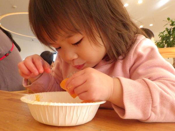 乳児食育:みかんの皮むき_e0319922_16433158.jpg