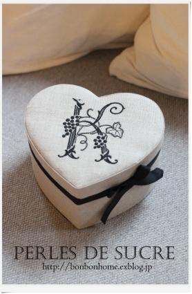 自宅レッスン ハート形の箱 がま金口の箱 シャポースタイルの箱 ダストボックス付きティッシュボックス_f0199750_20421128.jpg