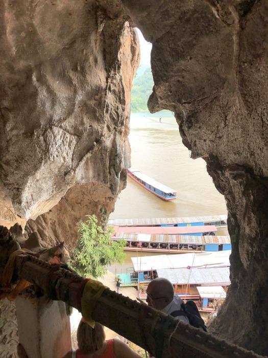 """ラオスの旅 17 絶壁の洞窟 """"パークウー洞窟""""@メコン川クルーズ_a0092659_16031696.jpg"""
