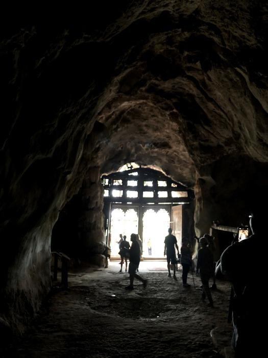 """ラオスの旅 17 絶壁の洞窟 """"パークウー洞窟""""@メコン川クルーズ_a0092659_16122051.jpg"""