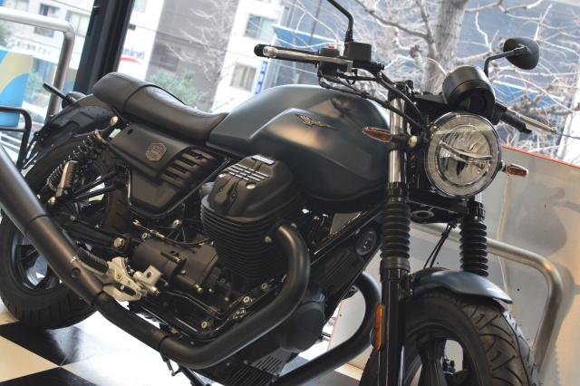 MOTO GUZZI V7Ⅲ ナイトパック  プンゲンテブルー入荷_d0099181_15022408.jpg