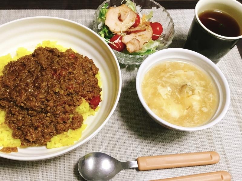 🌻ひまわり荘 夕食🌻 キーマカレー、中華スープ、チャーシュー入りサラダ_c0357519_17430216.jpeg