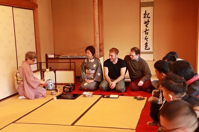 外国人、茶道・箏、尺八を鑑賞_e0321325_11550175.jpg