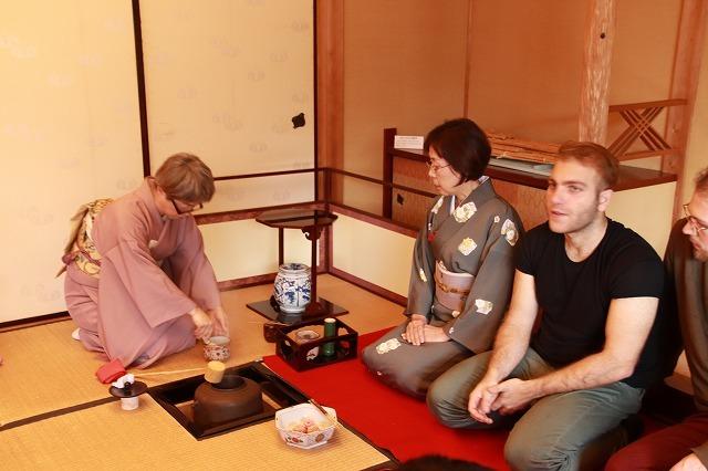 外国人、茶道・箏、尺八を鑑賞_e0321325_12012833.jpg