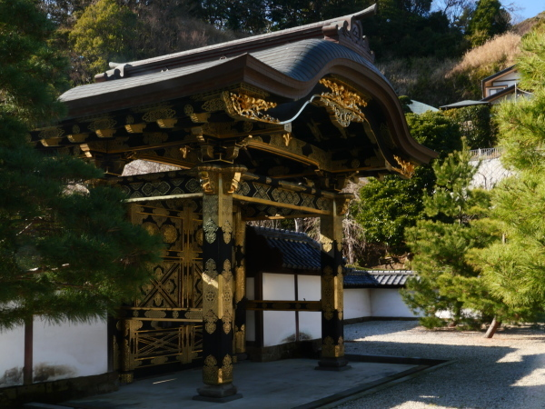 建長寺としらすたこ焼きと江ノ電_a0351368_22344948.jpg