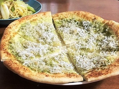 長ねぎとしらすのペペロンチーノとしらすピザ  全粒粉のくるみパン_f0231189_20222460.jpg