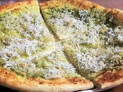 長ねぎとしらすのペペロンチーノとしらすピザ  全粒粉のくるみパン_f0231189_20223930.jpg