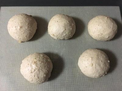 長ねぎとしらすのペペロンチーノとしらすピザ  全粒粉のくるみパン_f0231189_20225430.jpg