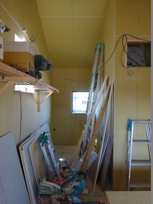 仙北町の家 仕上げの工程が進行中!_f0105112_04093884.jpg