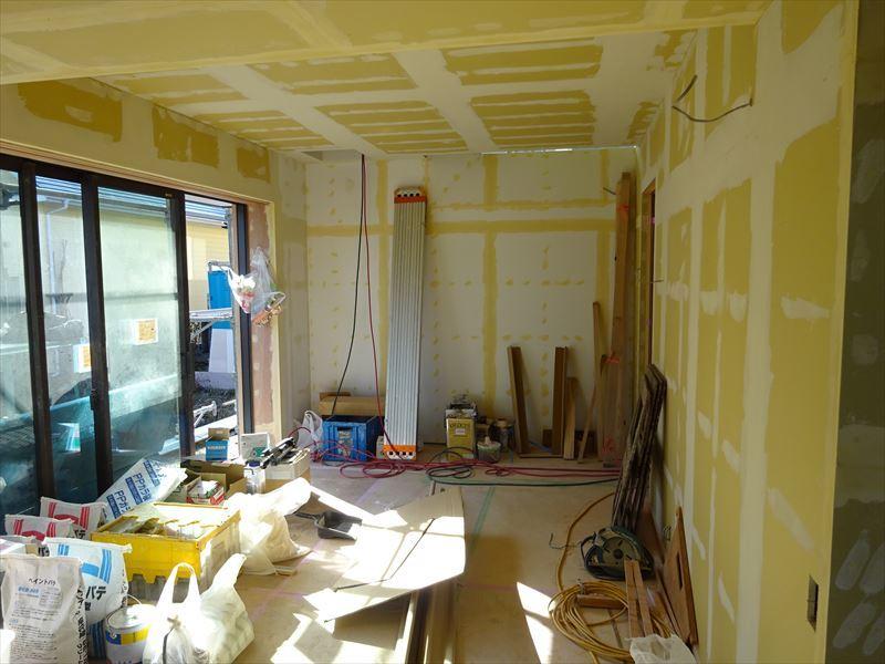 仙北町の家 仕上げの工程が進行中!_f0105112_04142258.jpg