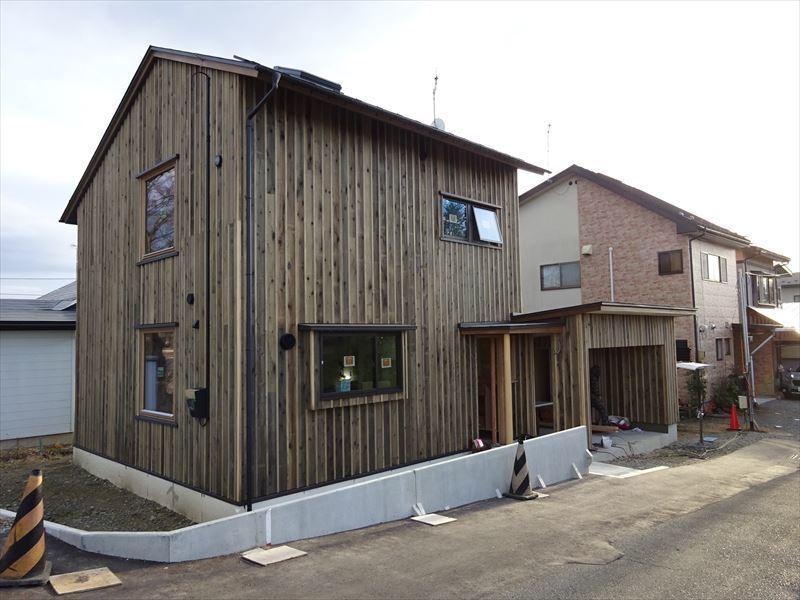 仙北町の家 仕上げの工程が進行中!_f0105112_04265809.jpg
