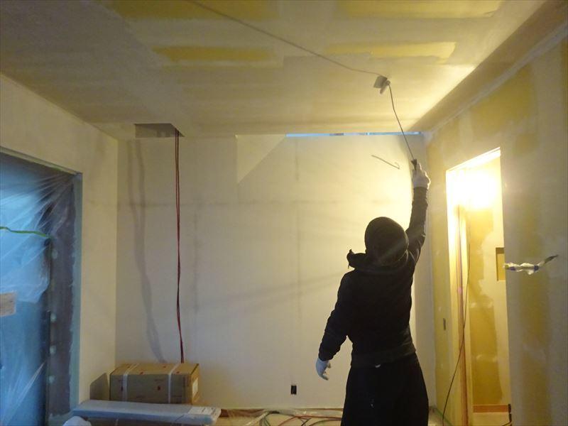 仙北町の家 仕上げの工程が進行中!_f0105112_04265836.jpg