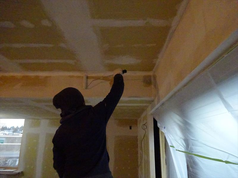 仙北町の家 仕上げの工程が進行中!_f0105112_04265879.jpg