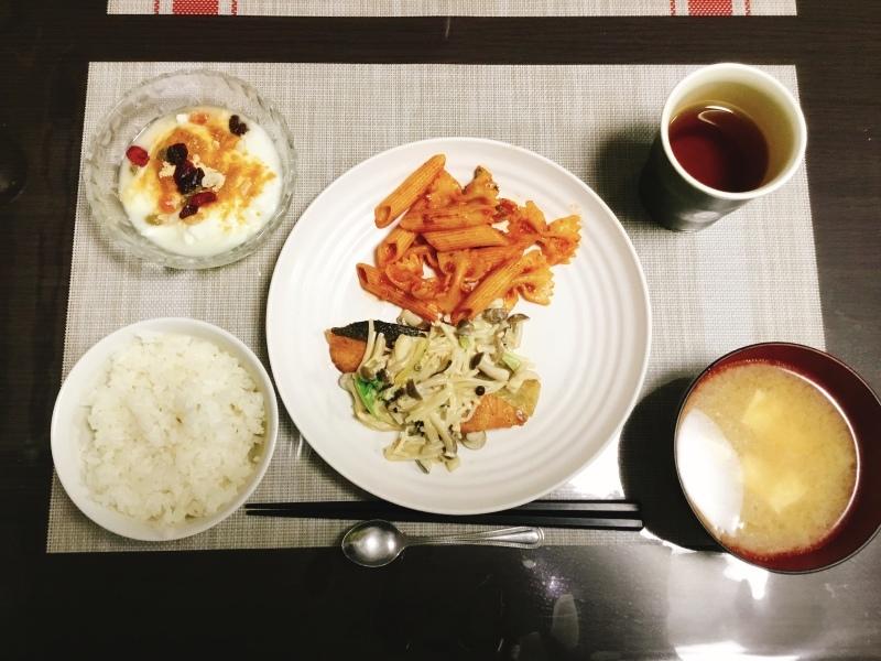 ひまわり荘 夕食:鮭ムニエルきのこマヨポンソース トマトペンネ きなこヨーグルト 味噌汁 ご飯_c0357519_18451858.jpeg