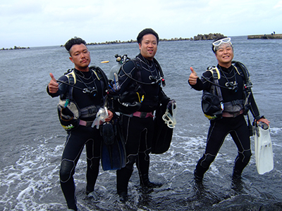 碧い海とカメに、大興奮の10人でした\(^o^)/_b0189640_11383312.jpg