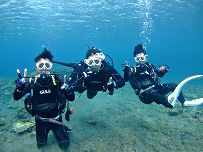 碧い海とカメに、大興奮の10人でした\(^o^)/_b0189640_11384162.jpg