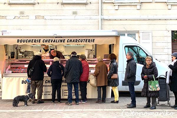 パリからの「おとなの遠足」。シャルトルでマルシェ散策_c0024345_20132393.jpg