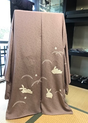 素敵な羽織姿でご来店のお客様・藤井絞、兎羽織新入荷。_f0181251_17283255.jpg