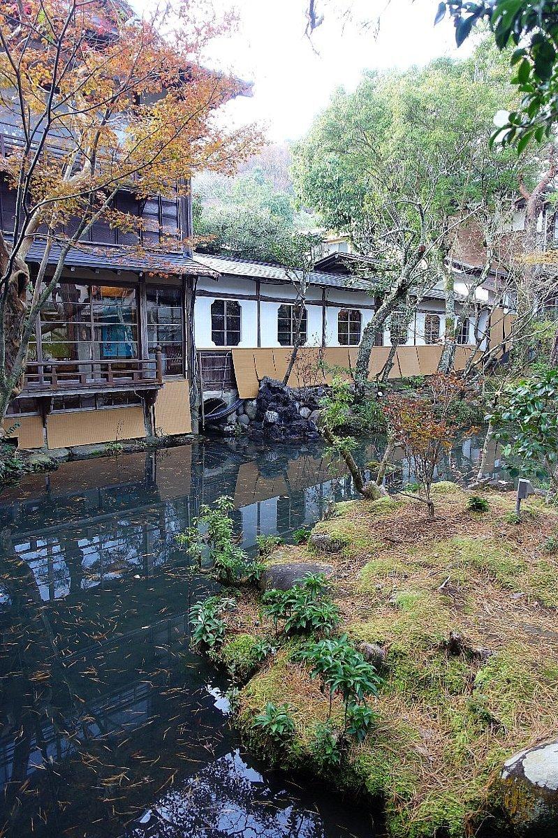 湯回廊 菊屋の庭_c0112559_08370804.jpg