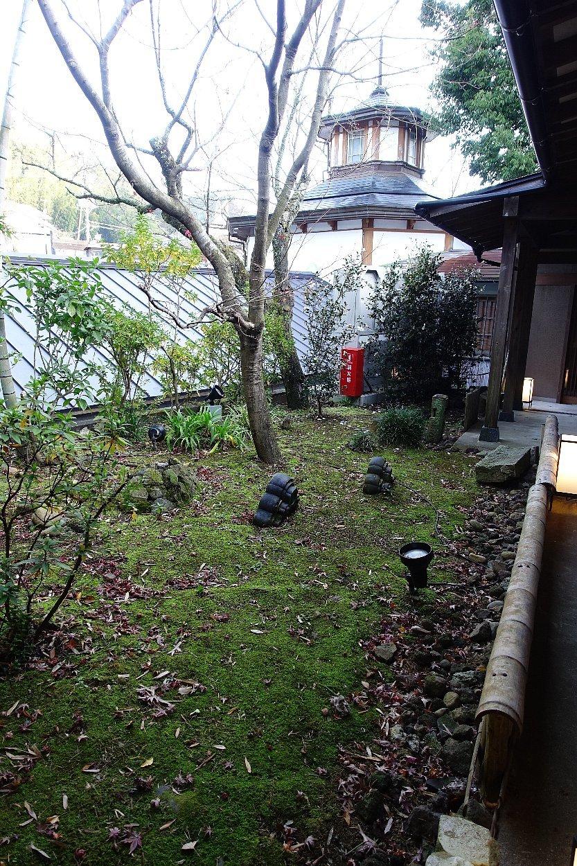 湯回廊 菊屋の庭_c0112559_08403189.jpg