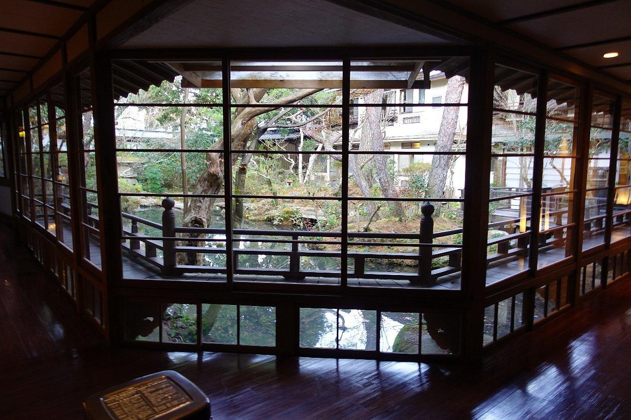 湯回廊 菊屋の庭_c0112559_08404833.jpg