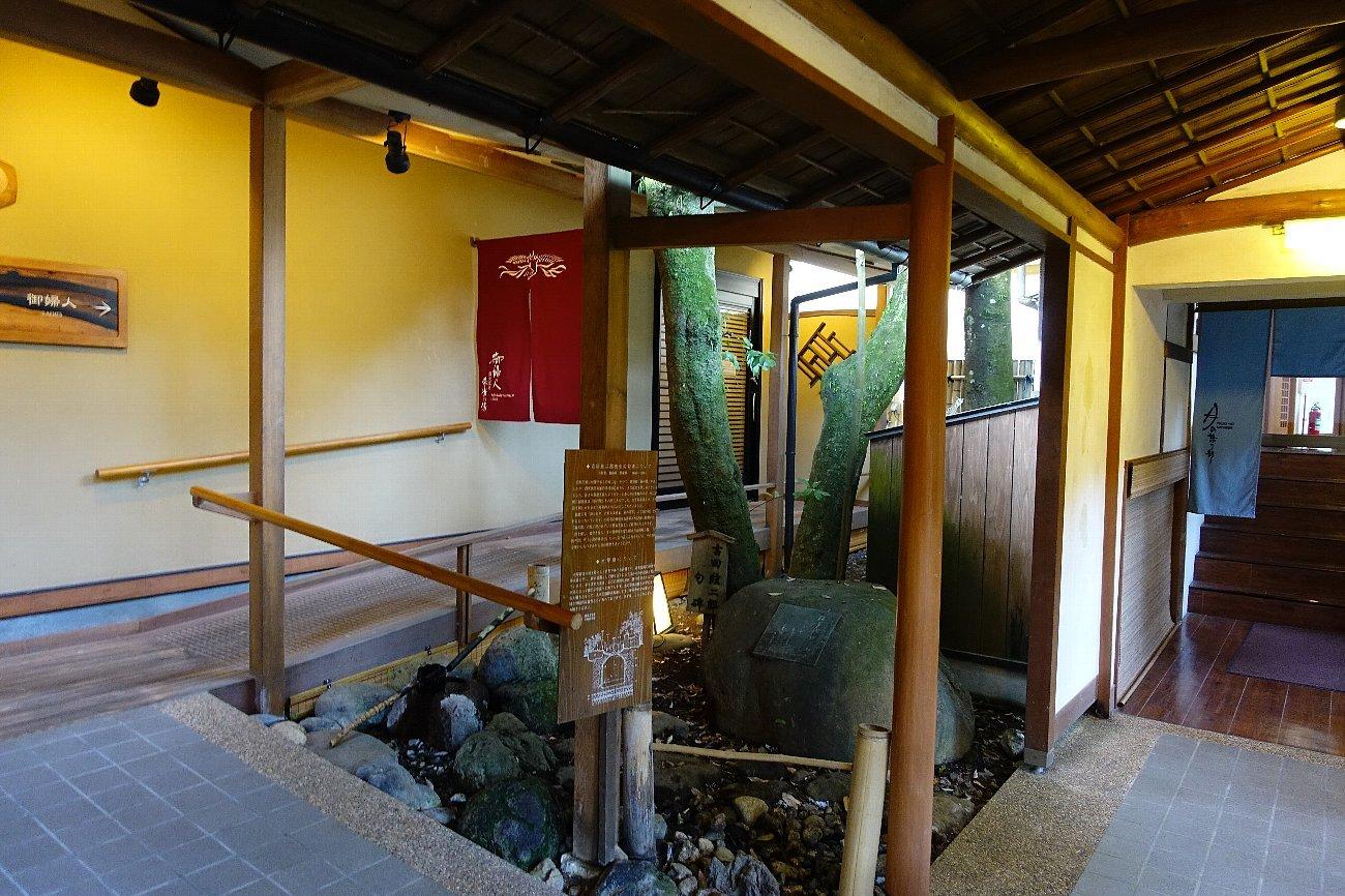 湯回廊 菊屋の庭_c0112559_08412208.jpg