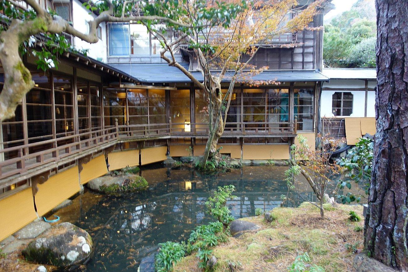 湯回廊 菊屋の庭_c0112559_08414034.jpg