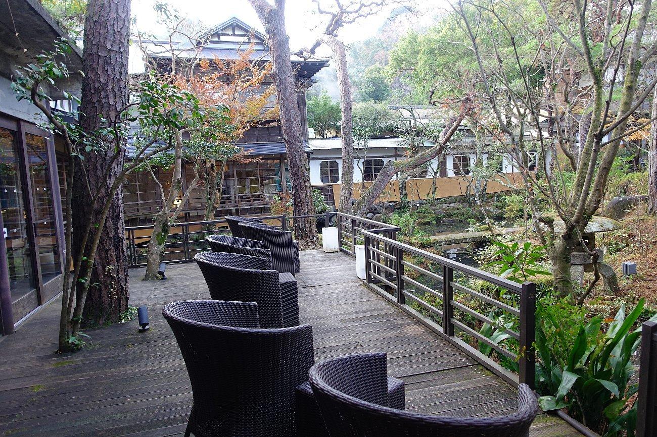 湯回廊 菊屋の庭_c0112559_08420833.jpg