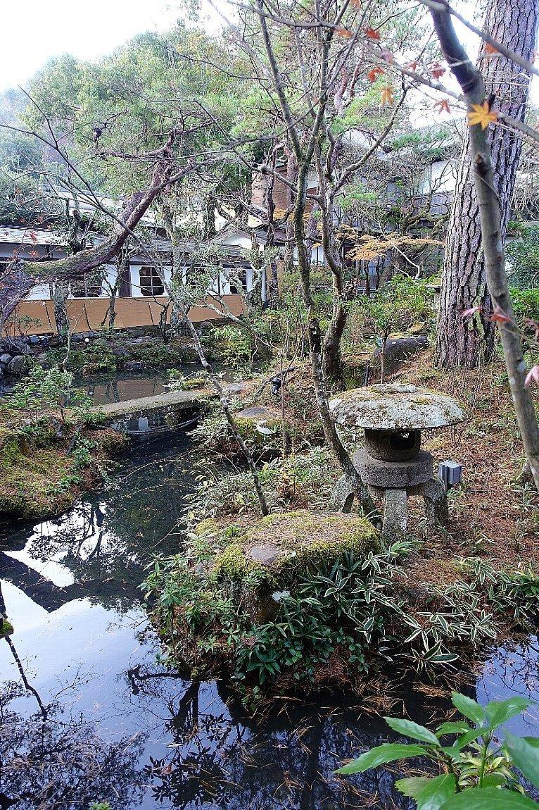 湯回廊 菊屋の庭_c0112559_08424537.jpg