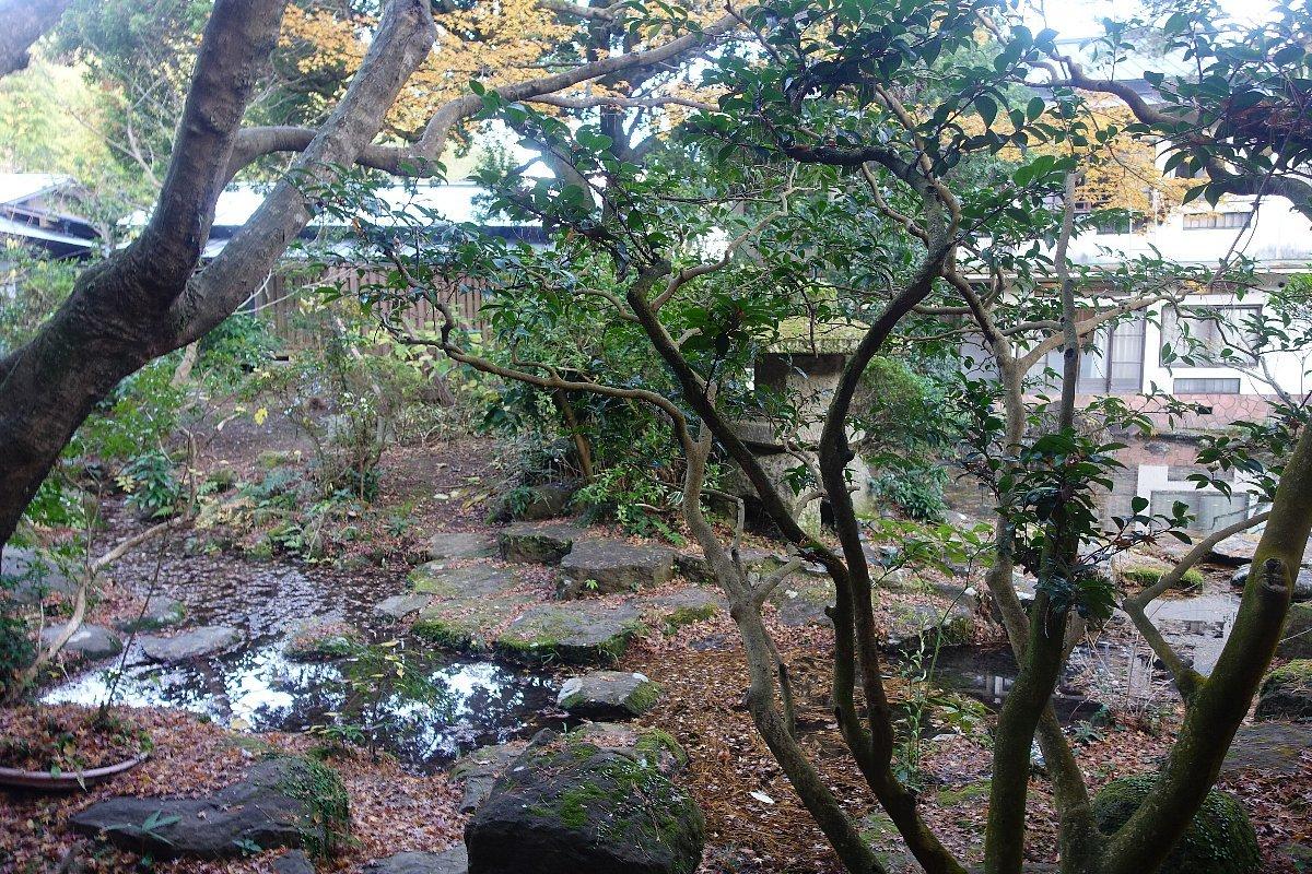 湯回廊 菊屋の庭_c0112559_08433779.jpg