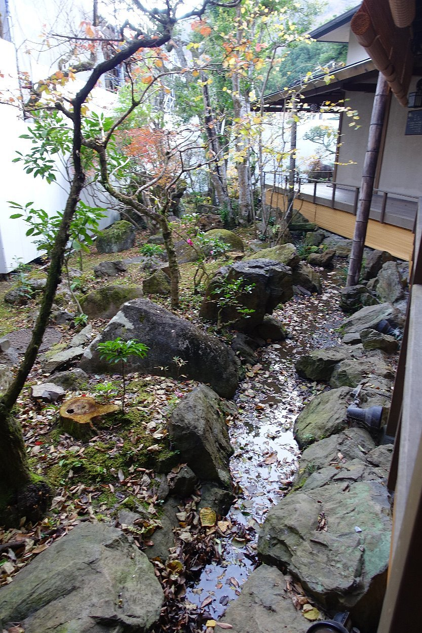 湯回廊 菊屋の庭_c0112559_08442334.jpg