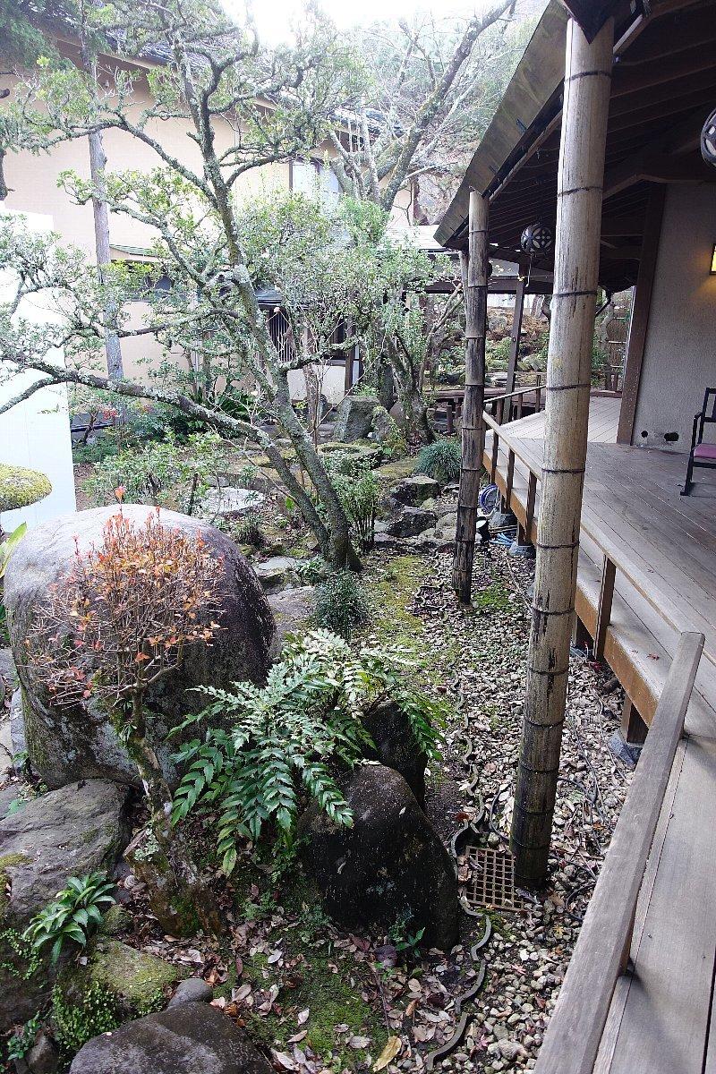 湯回廊 菊屋の庭_c0112559_08451875.jpg