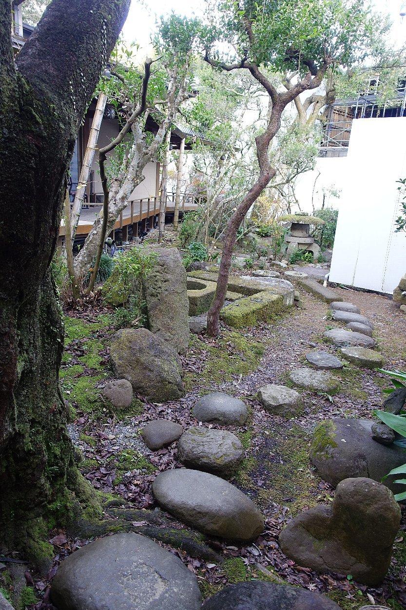 湯回廊 菊屋の庭_c0112559_08464776.jpg
