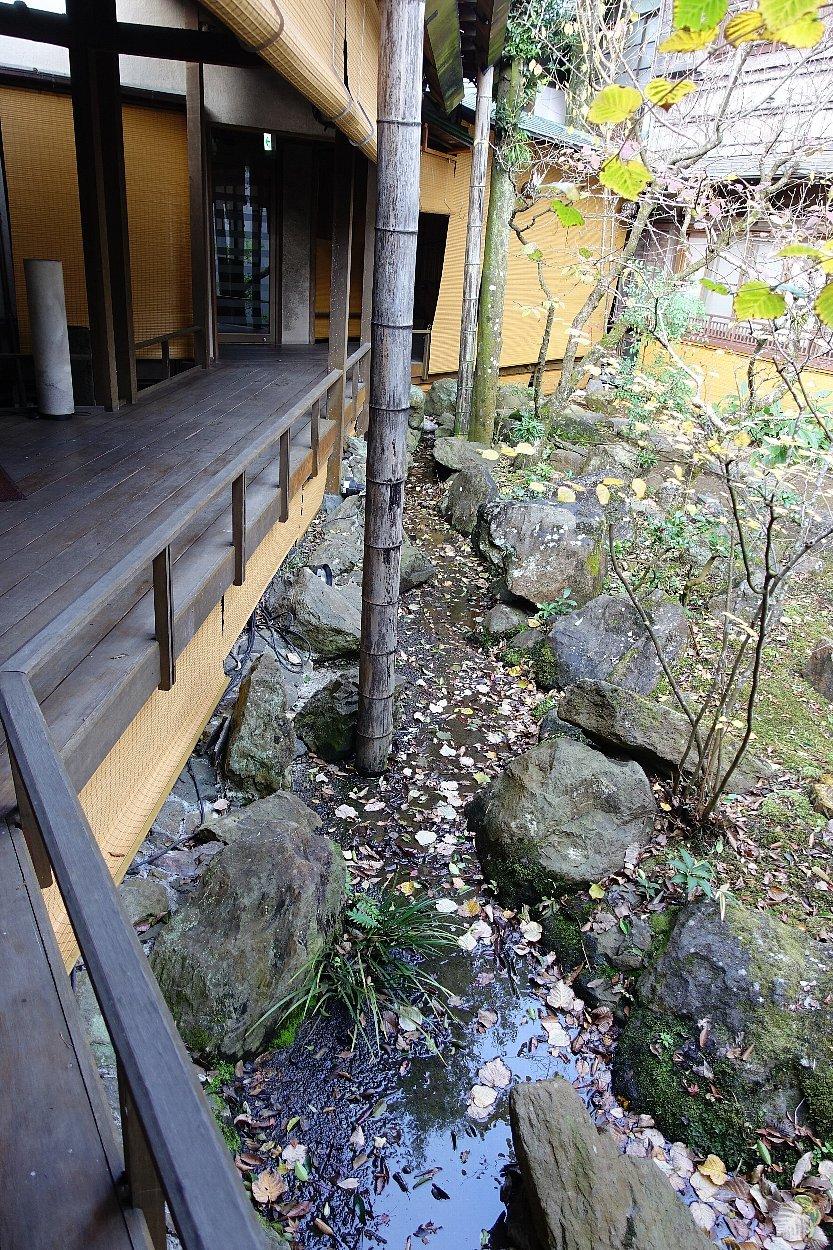 湯回廊 菊屋の庭_c0112559_08472188.jpg