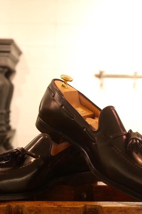 シックな生地のスーツに艶のある靴を・・_d0074607_02031814.jpg
