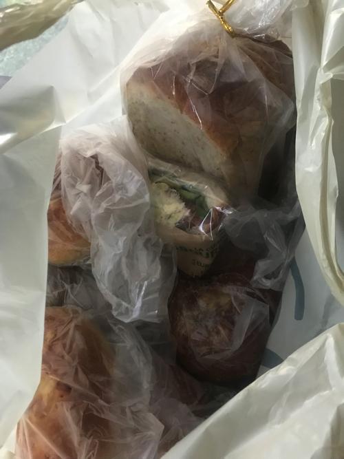 焼きたてのパンを買った時やること_a0037910_10290663.jpg
