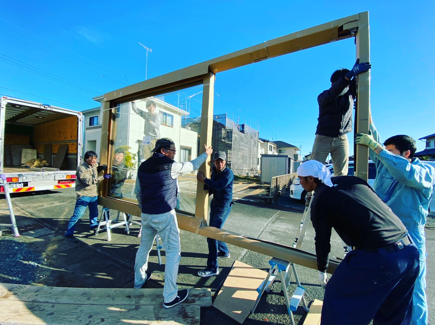 スタッフ杉山のマイホーム! その3 木製サッシ搬入!_c0180474_2113439.jpg
