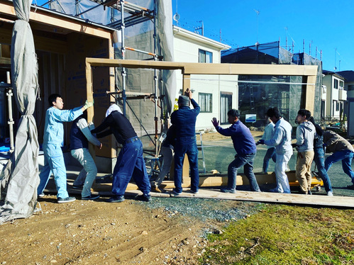 スタッフ杉山のマイホーム! その3 木製サッシ搬入!_c0180474_2244757.jpg