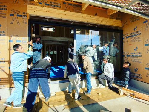 スタッフ杉山のマイホーム! その3 木製サッシ搬入!_c0180474_2432858.jpg