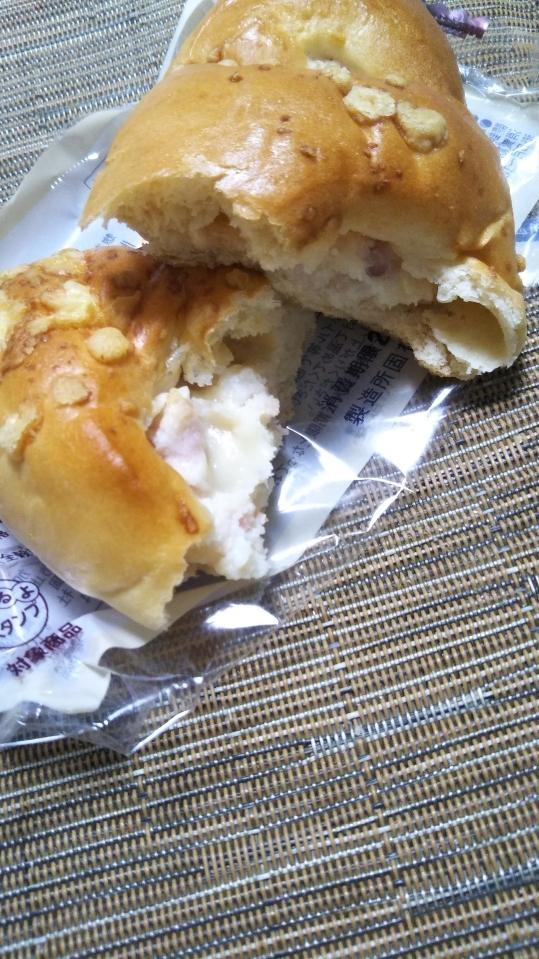 ローソン 大麦のベーコンポテトパン_f0076001_23131434.jpg
