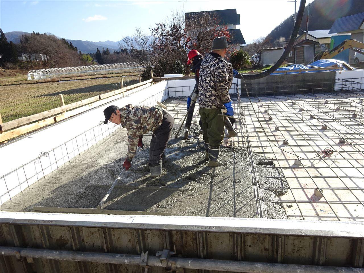 田沢湖の家 進行中です!_f0105112_04274094.jpg