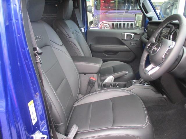 新古車 JL ラングラー アンリミテッド サハラ レザー オーシャンブルー_b0123820_12004065.jpg
