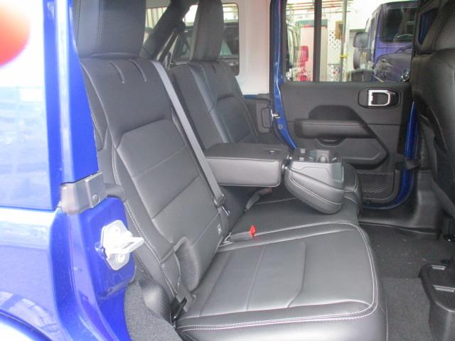 新古車 JL ラングラー アンリミテッド サハラ レザー オーシャンブルー_b0123820_12005074.jpg