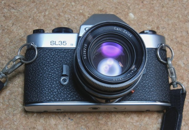 ひーさんへ  私のRolleiflex SL35です      3DCAM より_d0138130_00165175.jpg