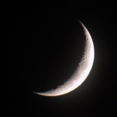 【PowerShot G3 X】何気なく月を撮ったらクレーターまで見えてた_c0060143_20272828.jpg