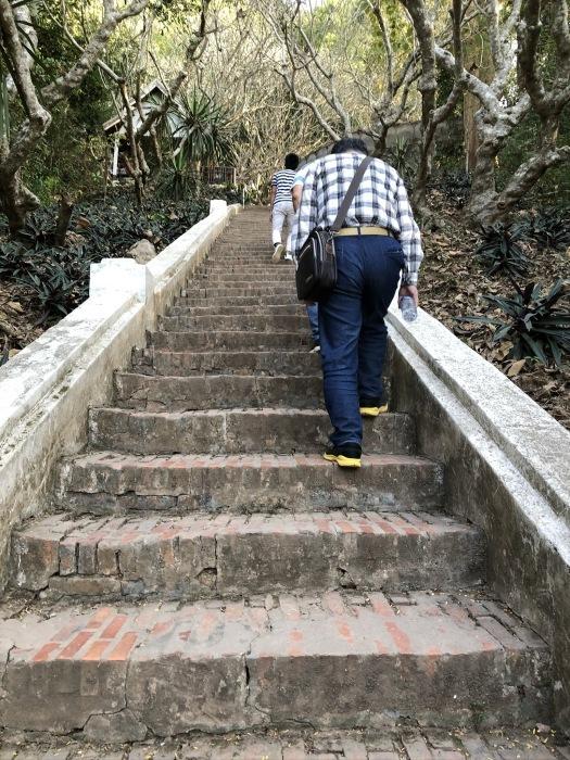 """ラオスの旅 20  ルアンパバーンの街を見下ろす \"""" プーシーの丘 \""""_a0092659_14464234.jpg"""