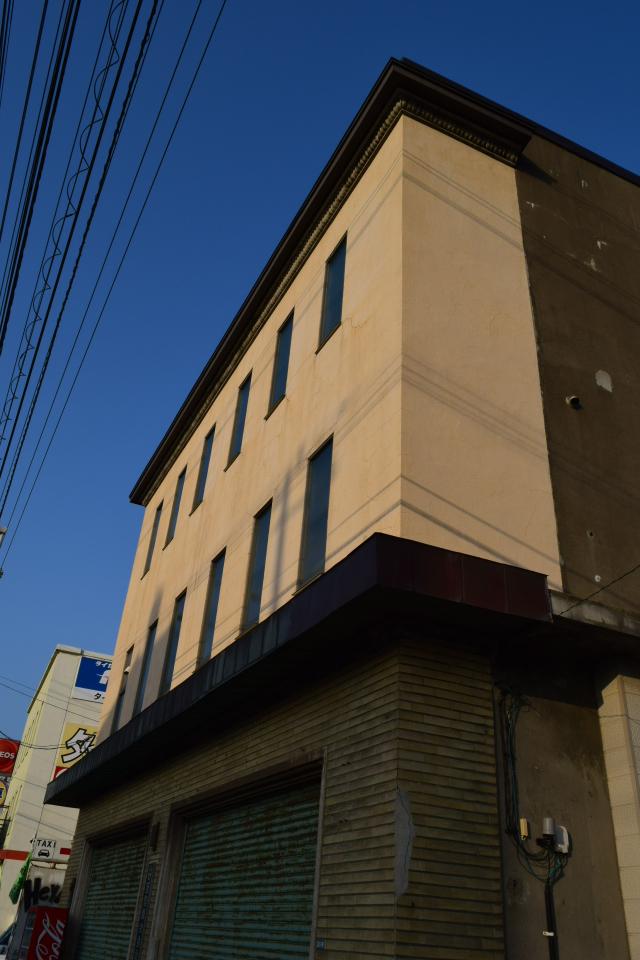 函館市豊川町の及能株式会社(函館の建築紹介)_f0142606_08234753.jpg