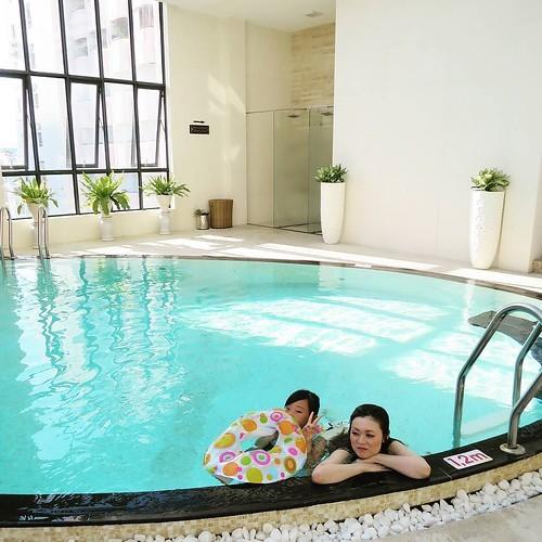 ホテルのジムとプール_c0060143_18340289.jpg